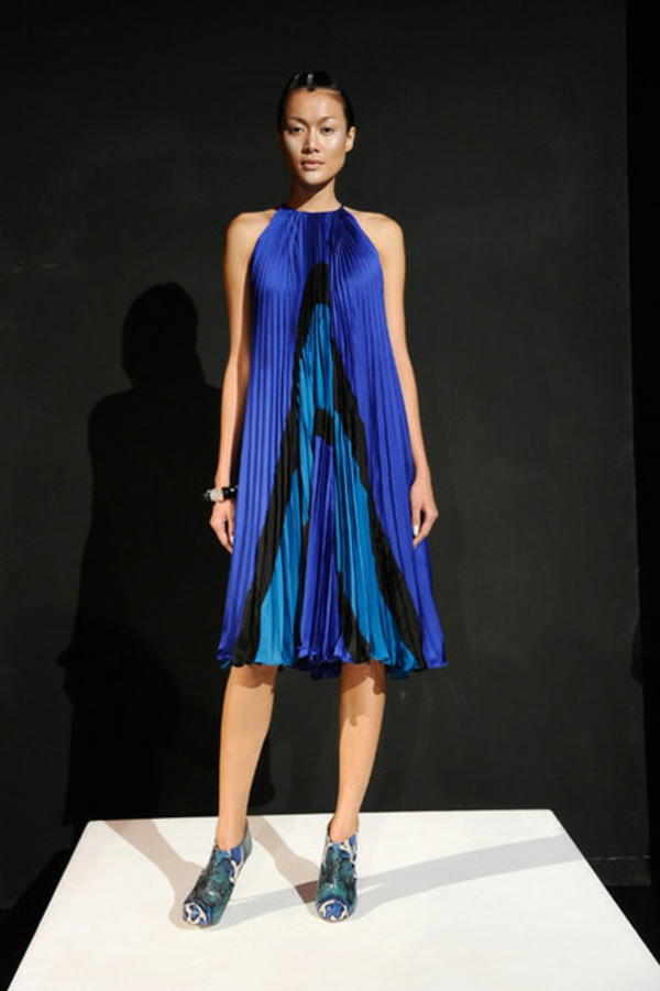 Fashion Week Trends Hausgestaltung blau kleid