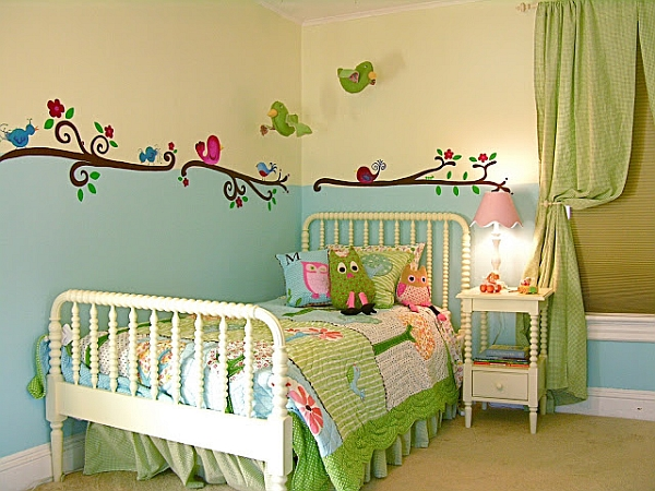 kinderzimmer wandgestaltung beispiele maps and letter. Black Bedroom Furniture Sets. Home Design Ideas