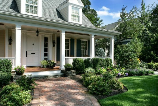 Small Portico Painted Wood And Perisher Bricks
