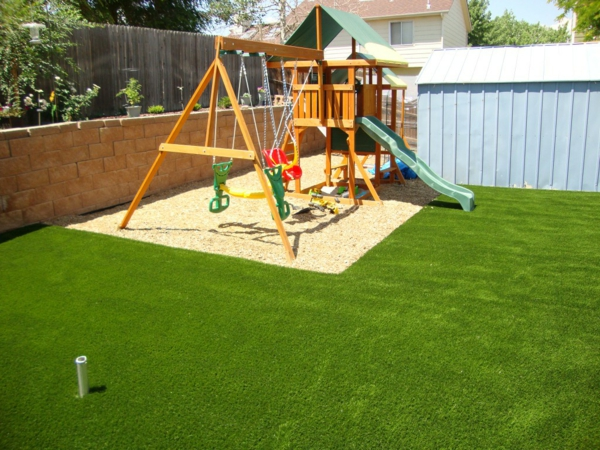 Outdoor spielplatz im garten f r am sante kinderspiele for Child friendly garden designs