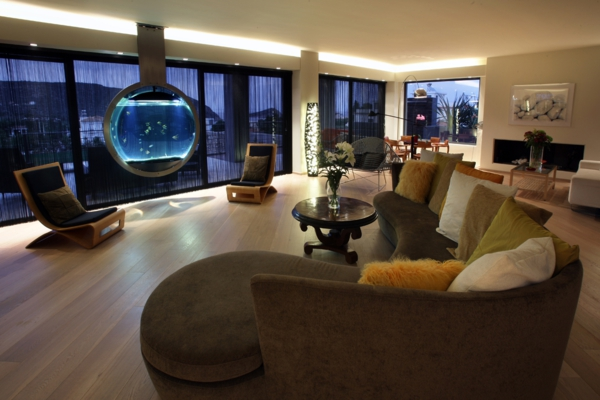kleines aquarium als beruhigendes element in die wohnung integrieren. Black Bedroom Furniture Sets. Home Design Ideas