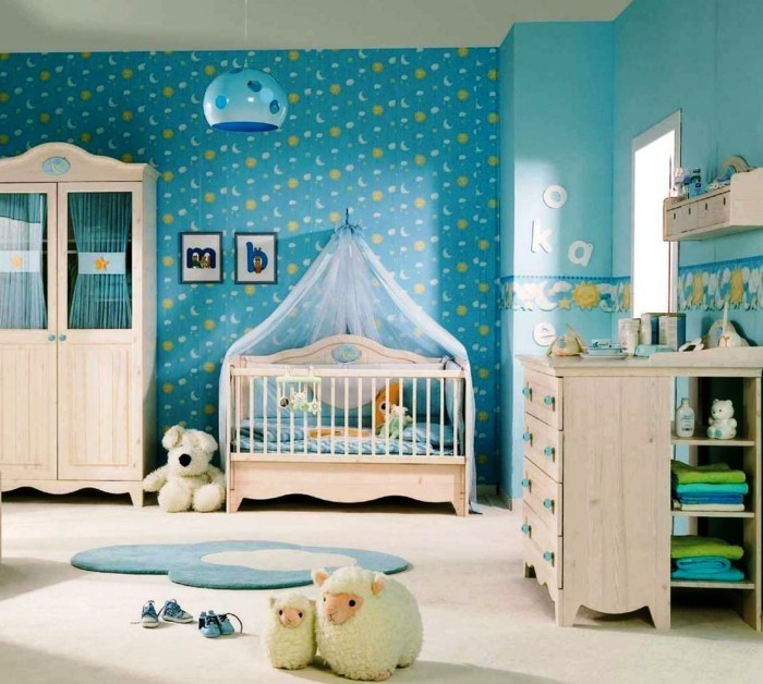 fr hliches babyzimmer mit tiermotiven. Black Bedroom Furniture Sets. Home Design Ideas
