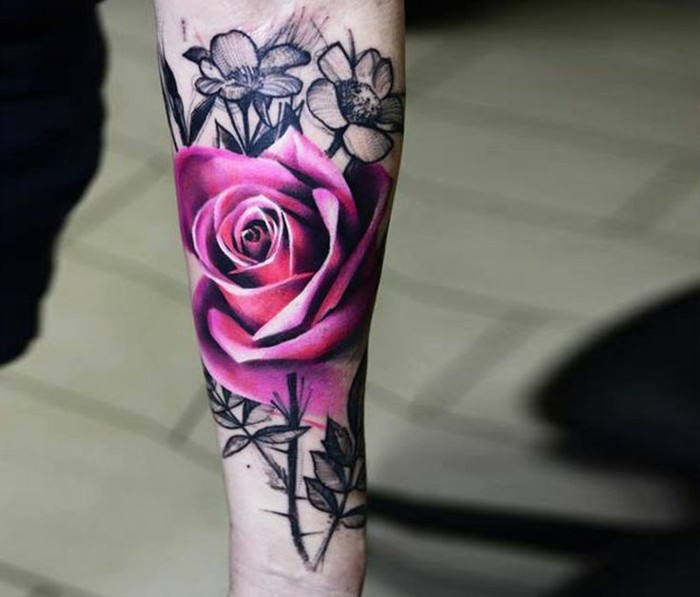 lila farbene rose tattoo