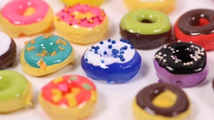 Donuts aus Polymer-Clay