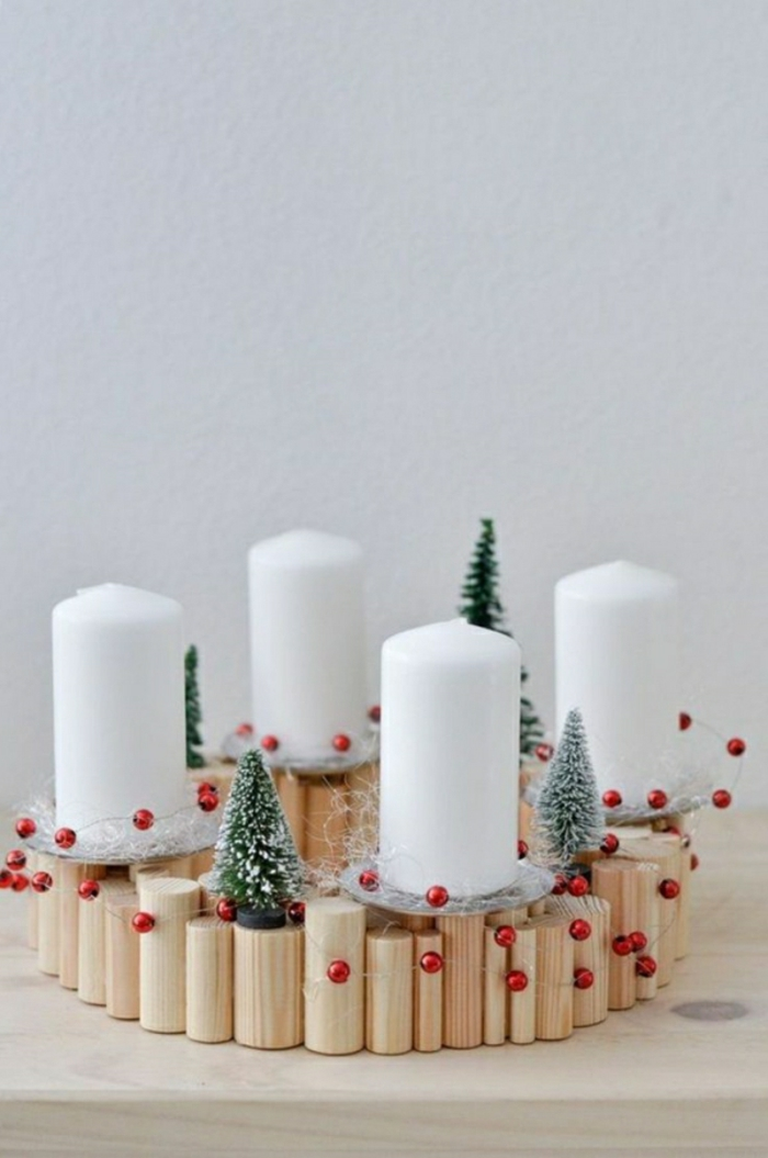 naturnahe weihnachtsdeko mit einem adventskranz aus holz. Black Bedroom Furniture Sets. Home Design Ideas