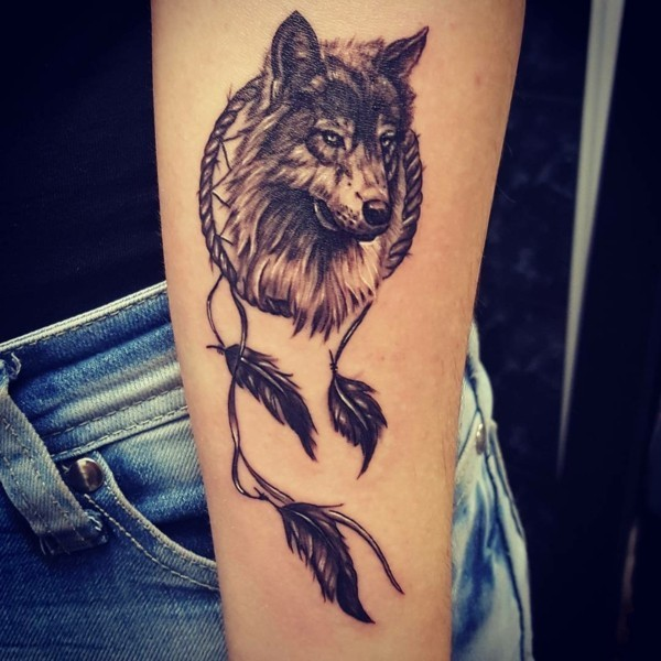 wolf tattoo bedeutung und symbolik. Black Bedroom Furniture Sets. Home Design Ideas