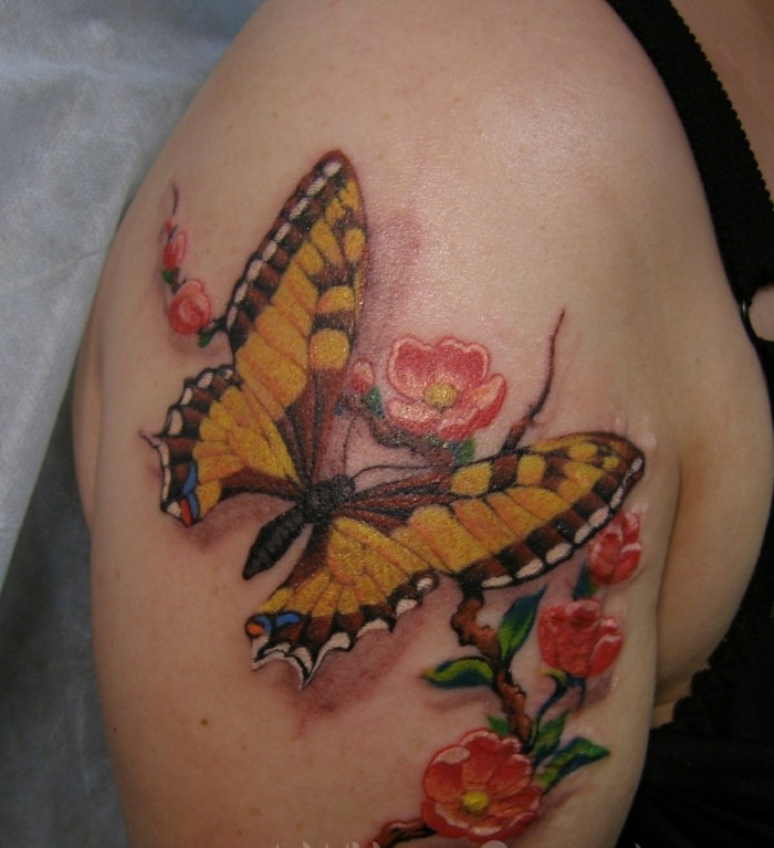 oberarm tattoo schmetterling tattoo