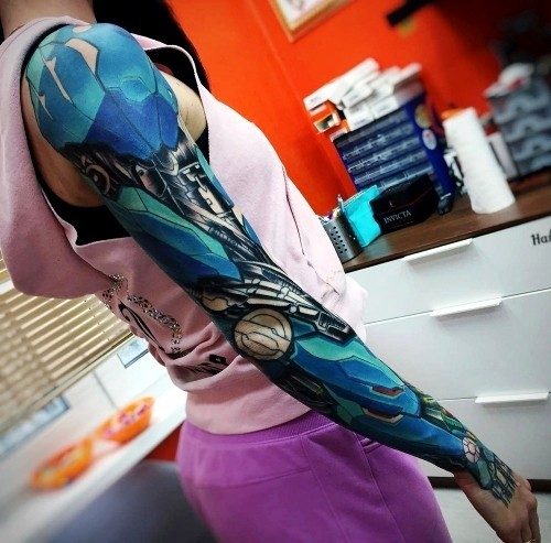 Biomechanik Tattoo weiblich arm