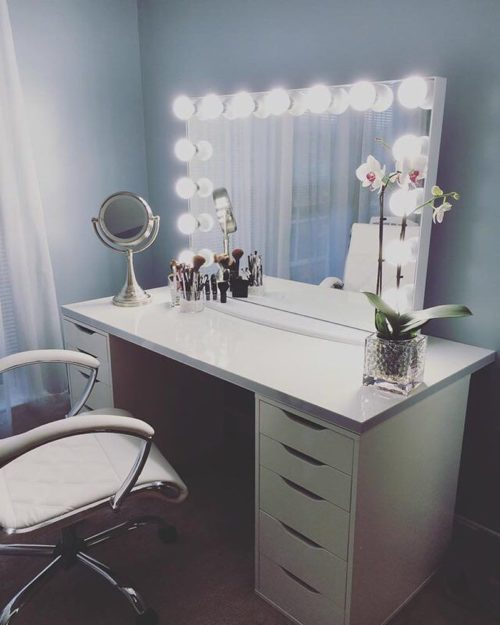 White And Grey Makeup Room