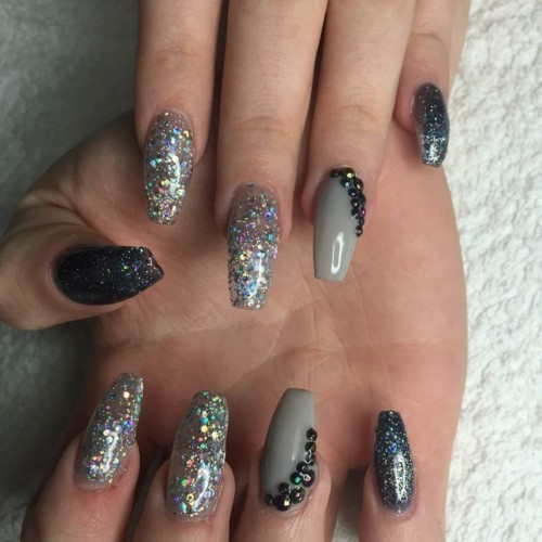 stiletto nägel winternägel nageldesign glitzer