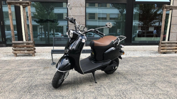 Unsere Favoriten im Elektroroller Test e retro nova motors scooter